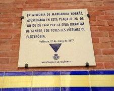 <p>Placa homenaje a Margarida Borràs en la plaza del Mercado, Valencia.</p>