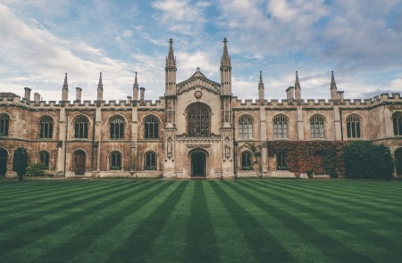 <p>Universidad de Cambridge.</p>