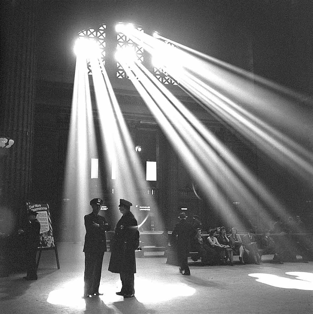 En la sala de espera de la Union Station. Chicago, Illinois (1943). (JACK DELANO/LIBRARY OF CONGRESS)