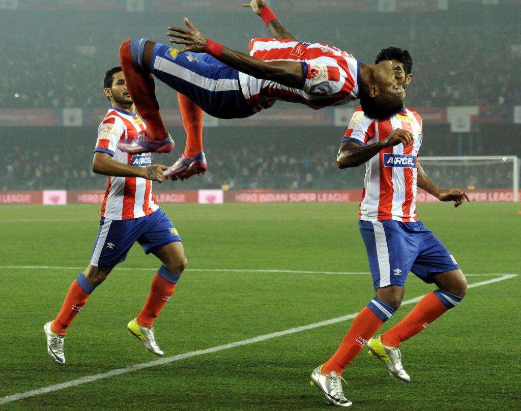 El jugador rojiblanco Fikru Tefera celebra un gol ante el FC Goa.