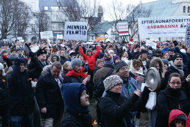 <p>Protestas en 2009 contra el gobierno islandés.</p>