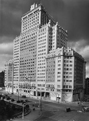 <p>Vista frontal, durante su construcción (hacia 1952-1953).</p>