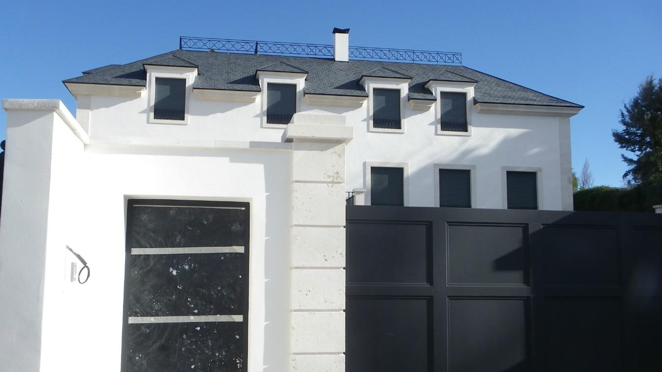 <p>Una vivienda nueva, aún inacabada y de corte clásico se erige hoy donde antes se encontraba la casa Guzmán. Está firmada por el arquitecto Andrés Rebuelta.</p> <p></p>
