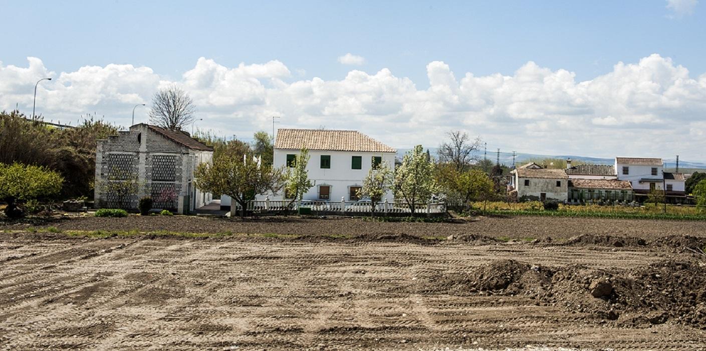 <p>Tierras expropiadas para la construcción de laparalizada autovía a Córdoba.</p>
