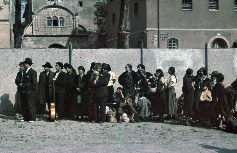 <p>Deportación de población romaní en Asperg, Alemania. 1940.</p>
