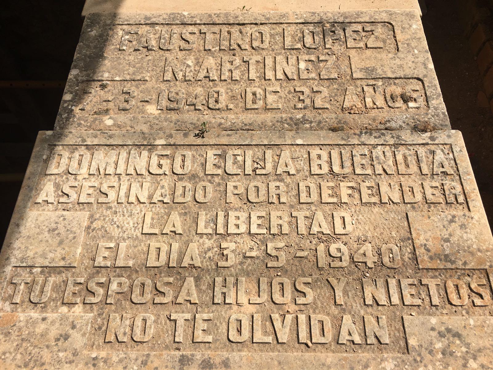 <p>Lápida de la fosa número 3 del cementerio de Guadalajara.</p>