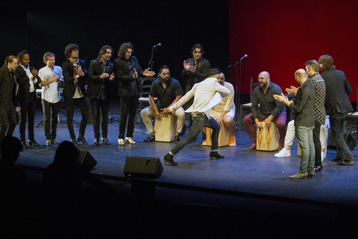 <p>Grupo de bailaores y palmeros, en el homenaje David Paniagua</p>