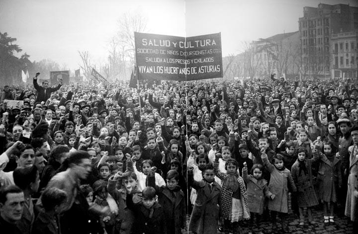 <p>Manifestación de los huérfanos de la Revolución de octubre de Asturias, en 1934.</p>