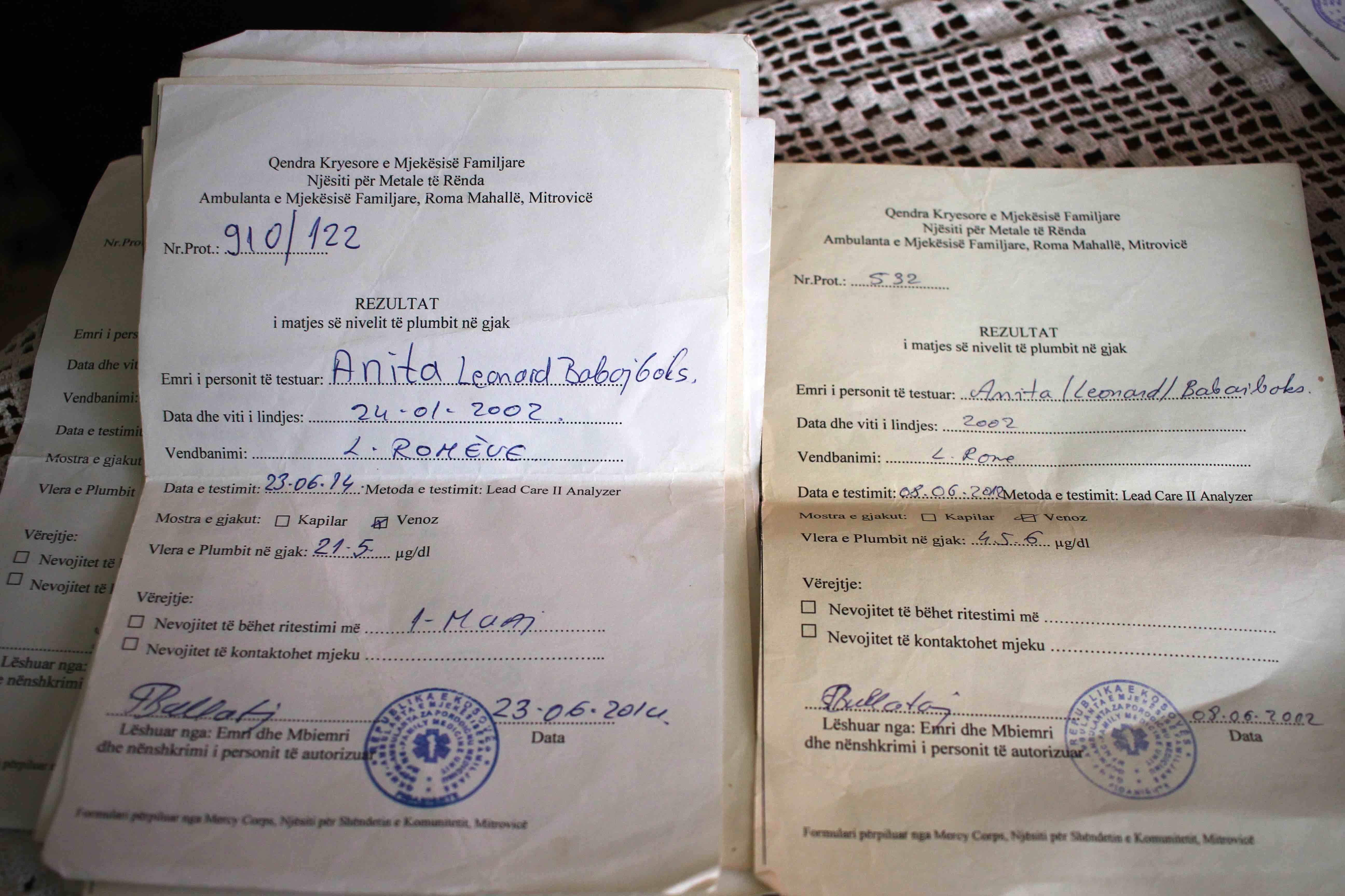 <p>Documentos con los resultados de las pruebas médicas de Anita, nieta de Bayram Babajboks.</p>