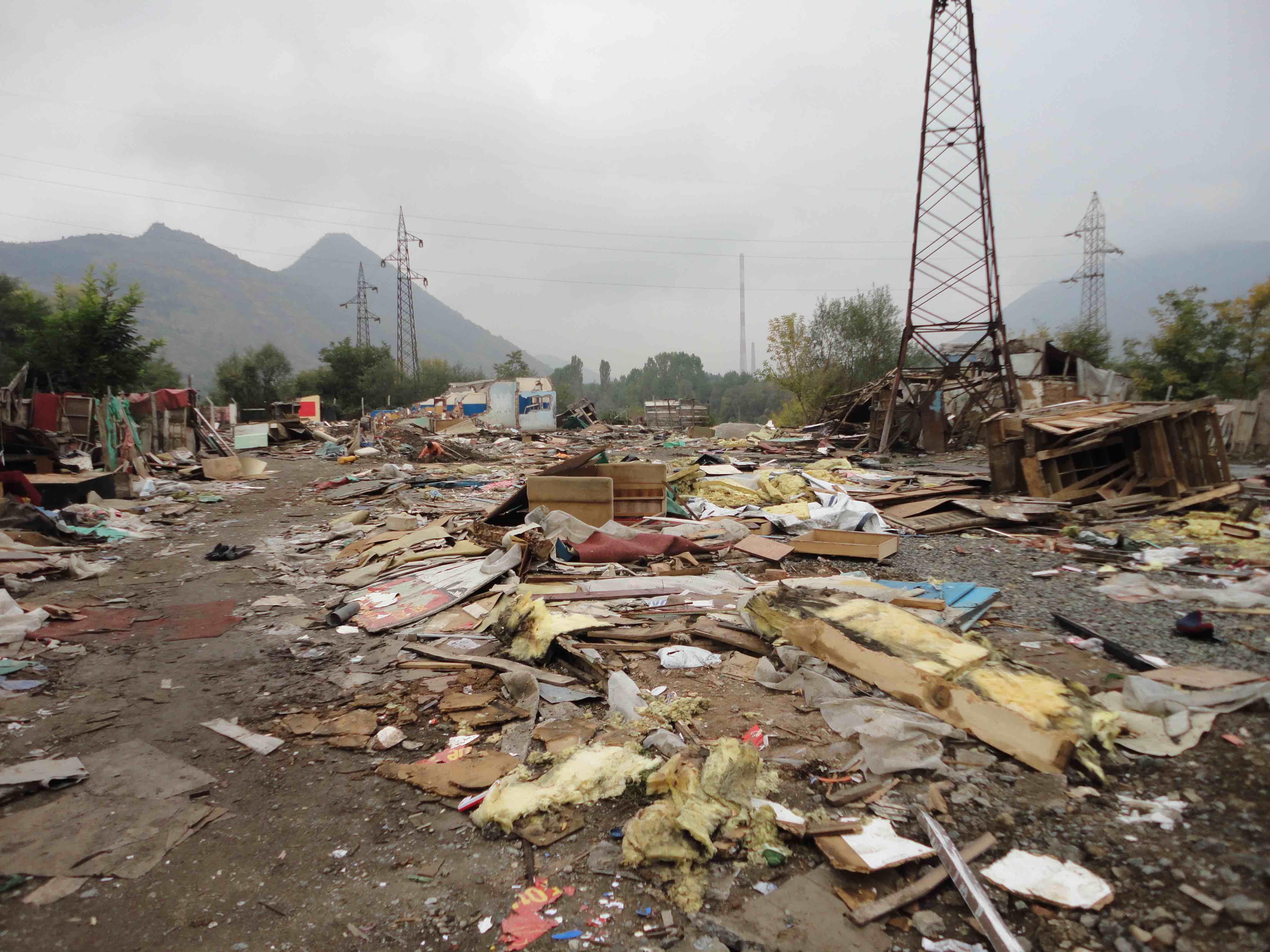 <p>El campo de desplazados de Cesmin Lug, tras ser demolido por las autoridades en 2010.</p>