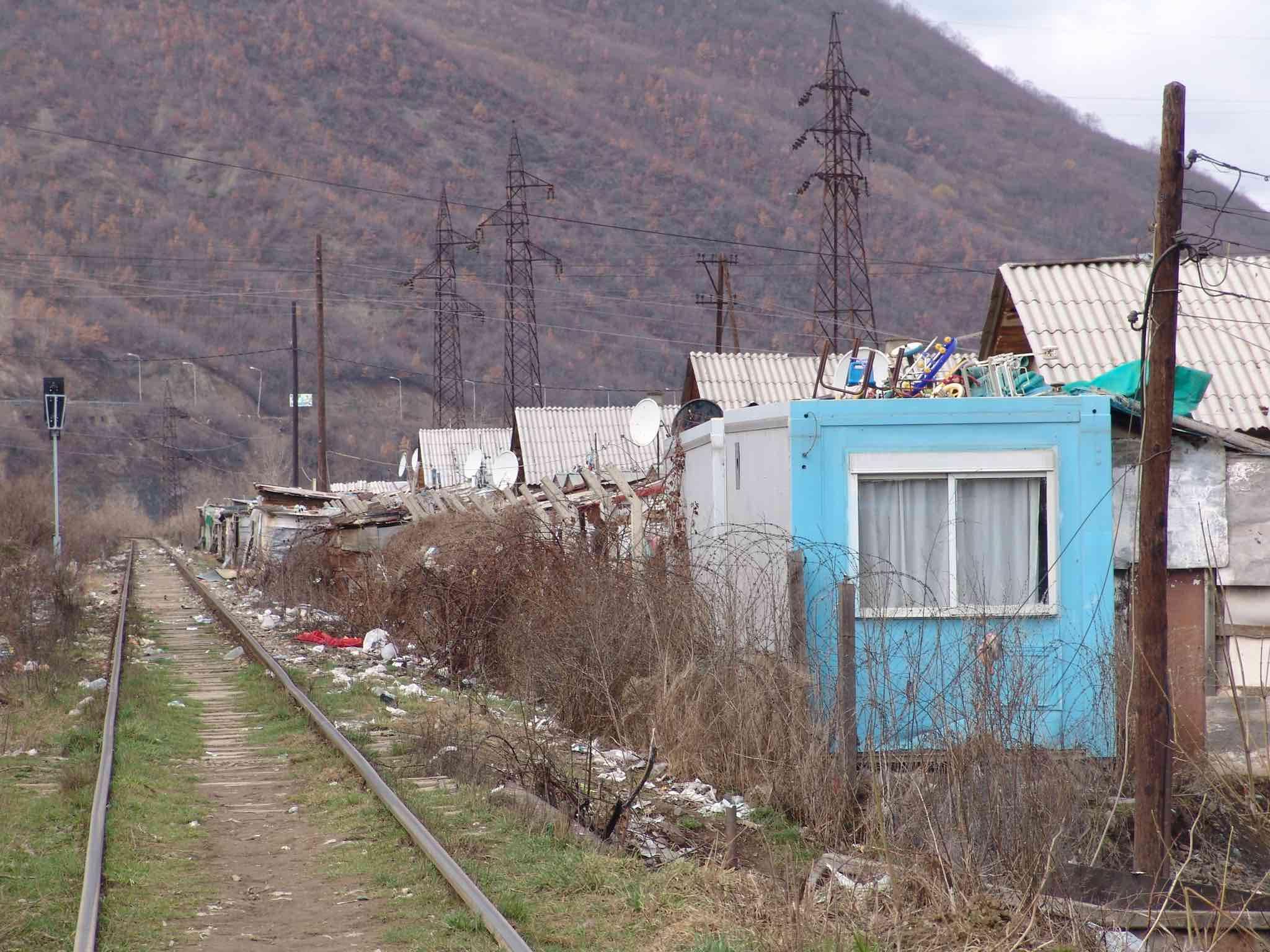 <p>Campo de desplazados de Cesmin Lug durante el año 2006.</p>
