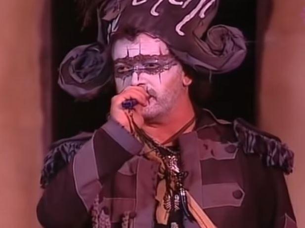 <p>Juan Carlos Aragón, caracterizado como Capitán Veneno en el Carnaval de Cádiz de 2008.</p>