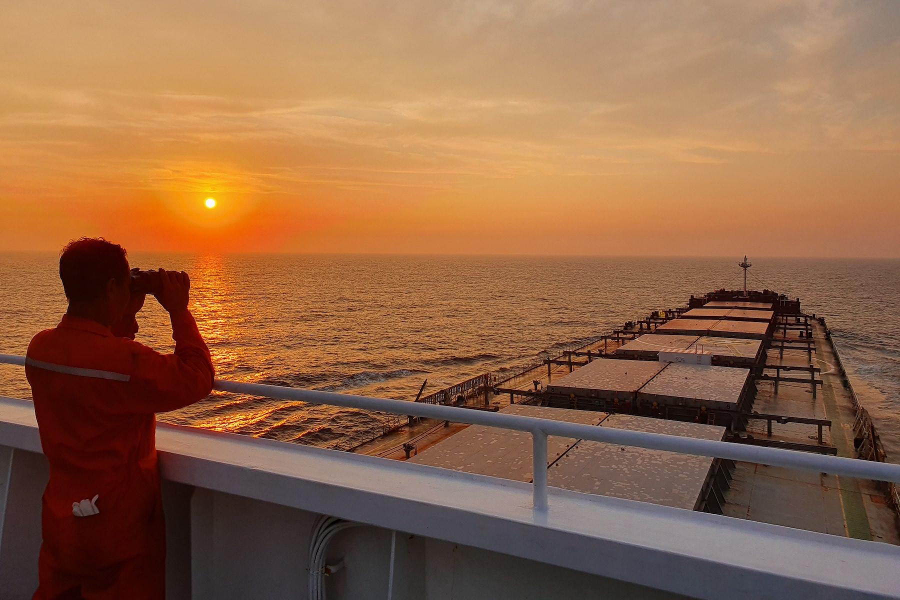 <p>Estoy en camino. La pandemia se ha extendido por Indonesia. Aunque me preocupo por mi familia, los amo. Si pudiera volver atrás...</p> <p>Fecha de la foto: 31 de marzo de 2020</p> <p>Ubicación de la foto:N/A</p> <p>Nombre del buque: F.OCEAN.</p> <p>Nombre del marinero: Taehwan Kim.</p>